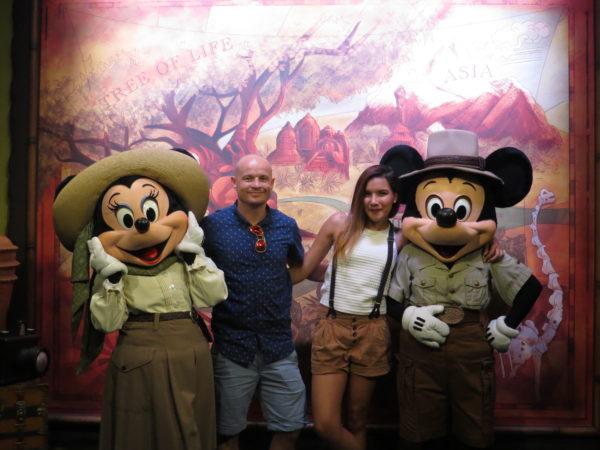 disneyland millenials blogger travel orlando
