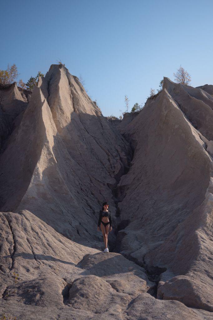 Model-photoshoot-rummu-quary-estonia
