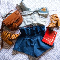 denim flatlay levis caroseditorial short